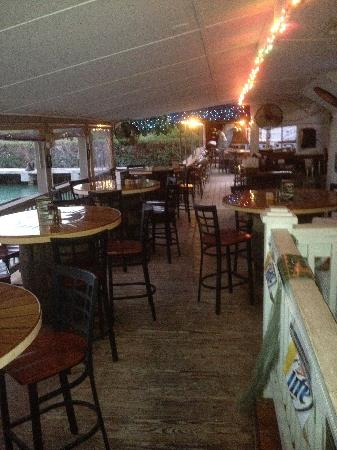 Smugglers Cove Restaurant and Bar : Outdoor eating area