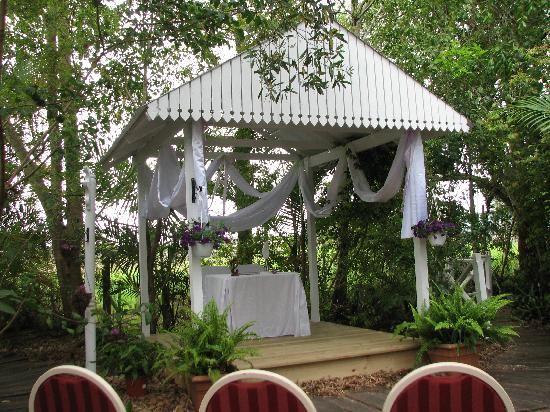 Bli Bli House Riverside Retreat: Beautiful Bli Bli House Wedding