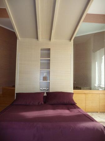 Hotel Dharma: Dharma Bed