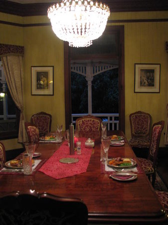 Wiss House Bed and Breakfast: Dining is grand style at Wiss house Kalbar Qld.