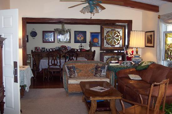 Serenity Hill Bed and Breakfast: living/dining room