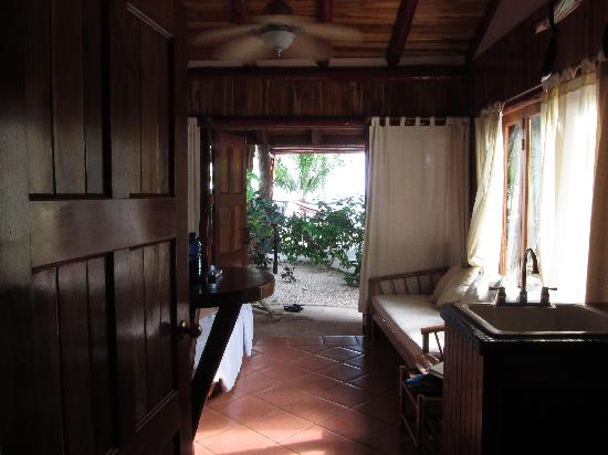 Samara Tree House Inn: View from room 1 (ground level) to outside