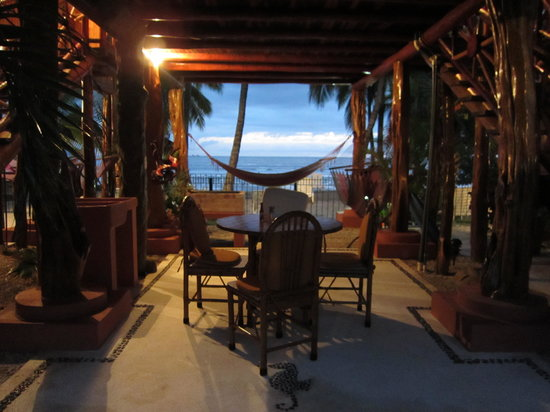 Samara Tree House Inn: private patio