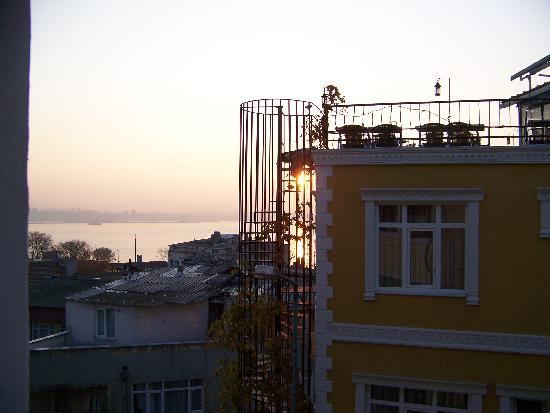 Marmara Guesthouse: Sunrise view from our window!