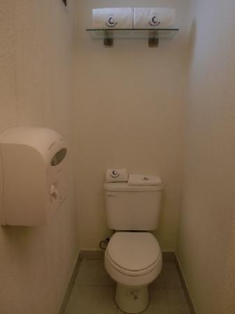 Hotel La Casa de la Luna: Bathroom