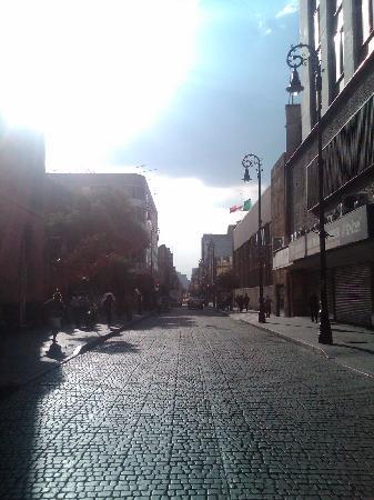 Hotel La Casa de la Luna: Street