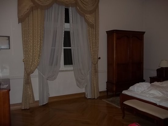 Petrus Hotel: bedroom