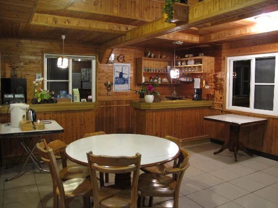 Fuyam Tourist Home: Dining Room