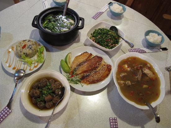 Fuyam Tourist Home: Dinner