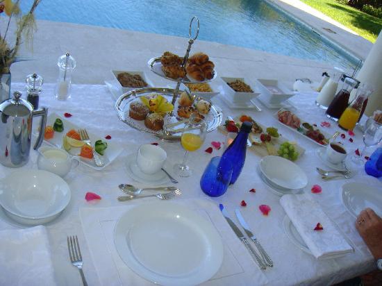 Atlantique Villa Camps Bay: présentation de la table pour le brunch