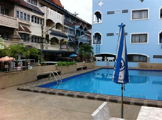 Nilawan Guest House Hua Hin: Shared pool down the street