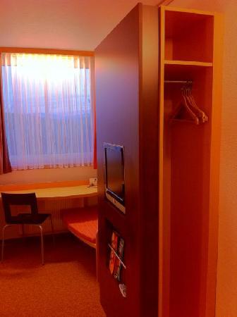 Ibis Hotel Eisenach: Kleiderablage
