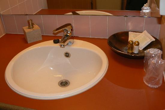 La Legende Hotel: lavandino