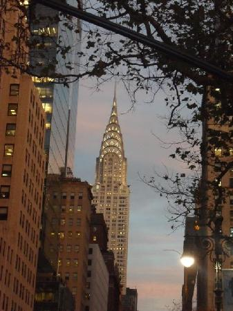 Hotel Stanford: chryslet building at dusk