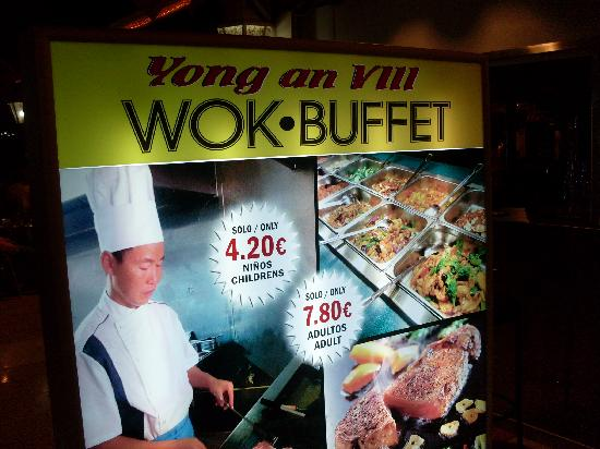 Yumbo Centrum: Mr. Wok's Buffet - great place and value