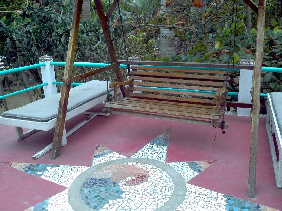Hotel Bambu: second floor swing overlooks beach