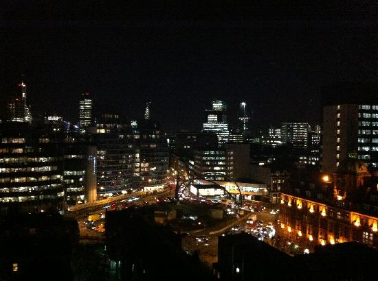 Premier Inn London City (Old Street) Hotel: View of City and Old Street Roundabout