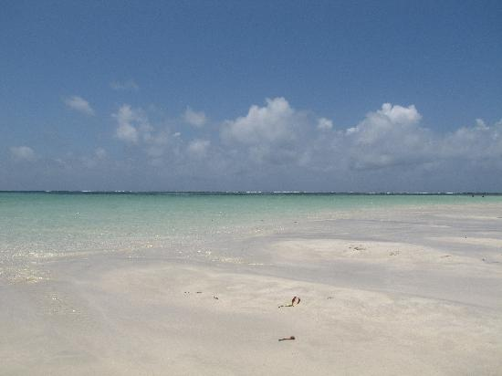 Garoda Resort: il mare con la bassa marea
