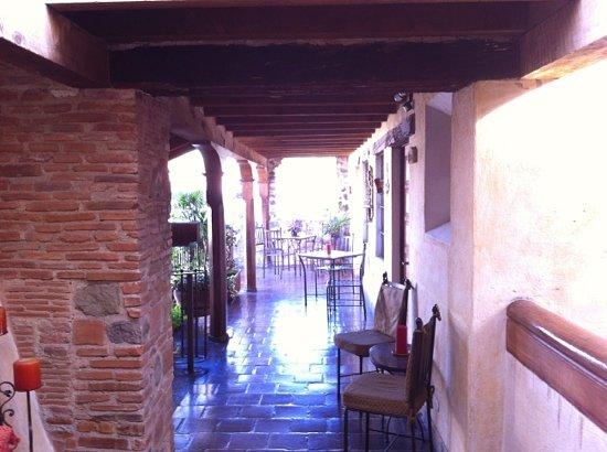 Hotel Meson de Maria: second floor hallway