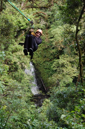 Barva, Costa Rica: Flying over the waterfall...