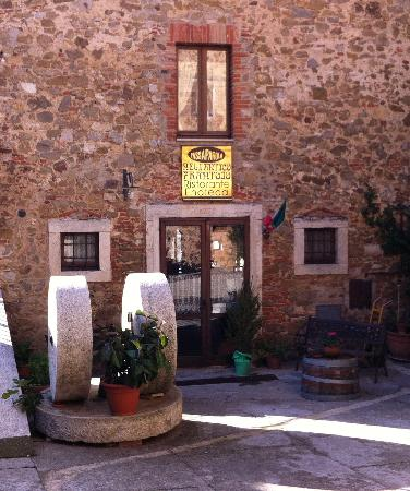 Montemerano, إيطاليا: l'entrata