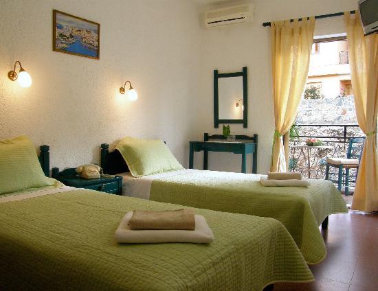 Victoria Hotel: Twin Room