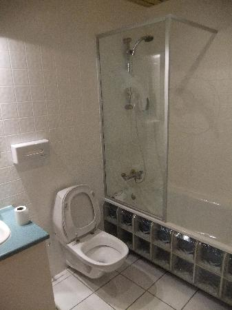 Hotel Keflavik: Bathroom