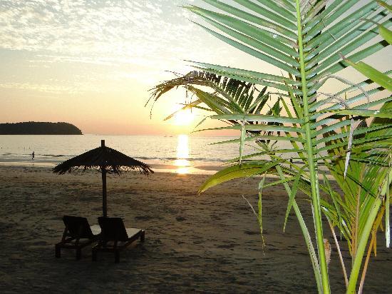 Amata Resort and Spa : закат на пляже