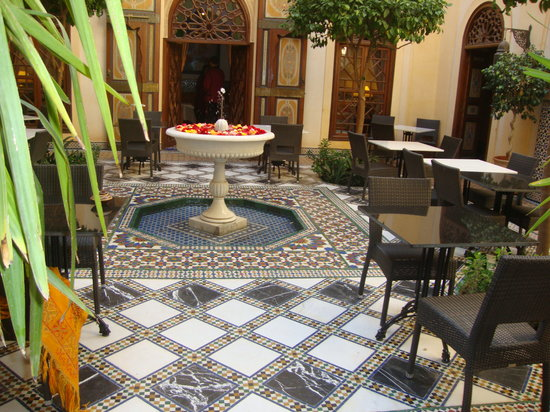Pepe Nero: courtyard for more casual dining