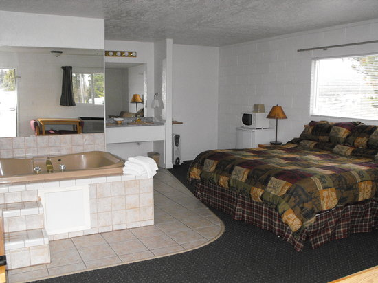 Eagle's Nest Motel: jacuzzi room