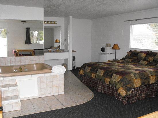 Eagle's Nest Motel: jacuzzi room