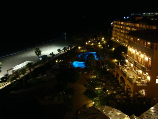 Hotel IPV Palace & Spa: DE NOCHE!