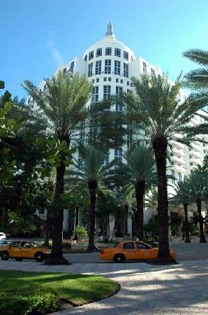 Loews Miami Beach Hotel: ENTRADA JARDIN