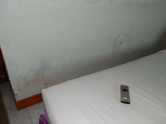 Sukhothai Orchid Hotel : Las paredes desconchadas