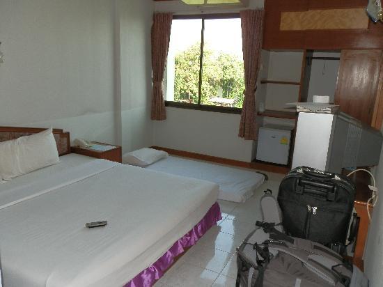 Sukhothai Orchid Hotel : La habitación con el colchón de mi hija en el suelo!!!