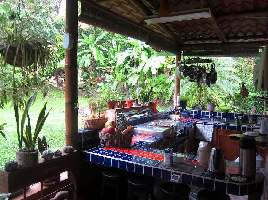 Coyaba Tropical Bed and Breakfast - Adults Only: Open-Air Küche