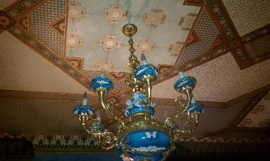 The Parador Inn of Pittsburgh: Ceiling detail at Parador Inn