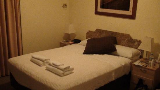 أوشين فيو موتل: bed in room 9