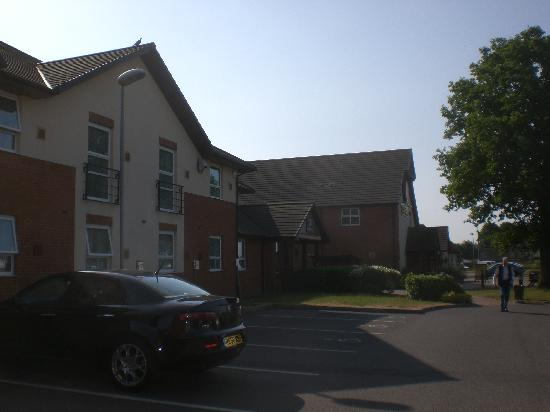 Premier Inn Norwich Airport Hotel: outside car park