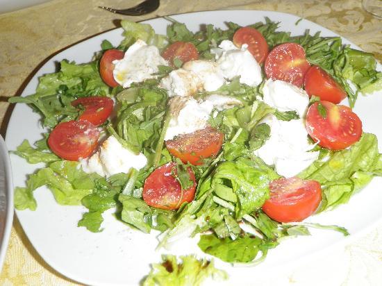 Ai Tre Scalini: Wonderful burrata & arugula salad