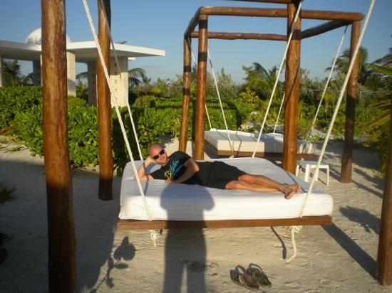 Excellence Playa Mujeres: swinging beds