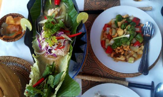 Bopha Angkor Restaurant: Steamed fish & stir fried vegetables