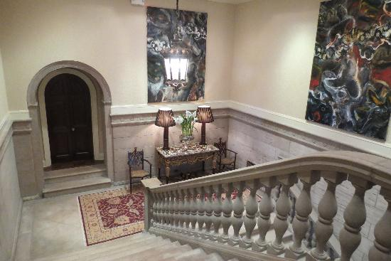 Glenmere Mansion: Grand staircase