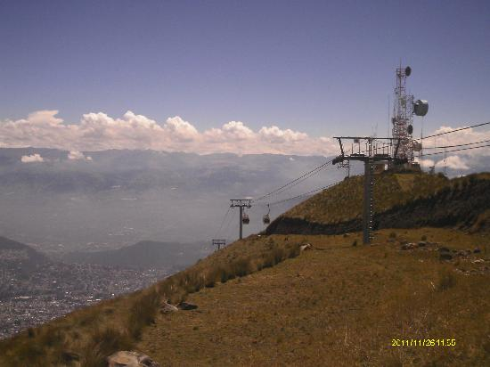 Teleferico Quito: View of cable car