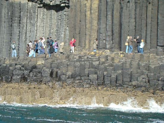 Linnhe View: The remarkable rock formations on Staffa near Fingal's Cave