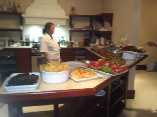 La Beliza Resort: Beautiful dinner prepared by Elaine the chef served insuite