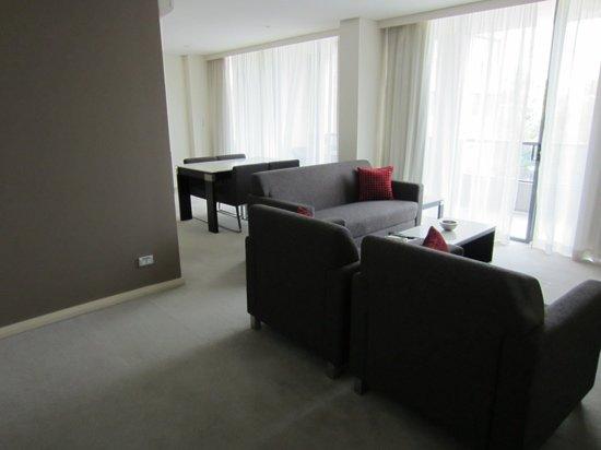 Meriton Suites George Street, Parramatta : living & dining areas
