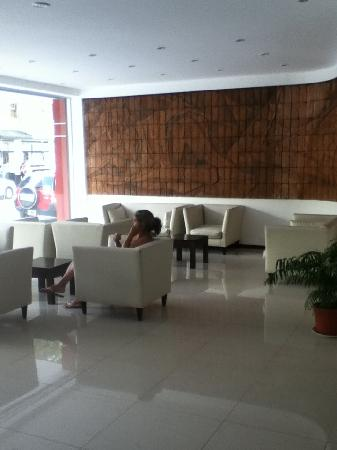 Hotel Neptuno: sala c/mural