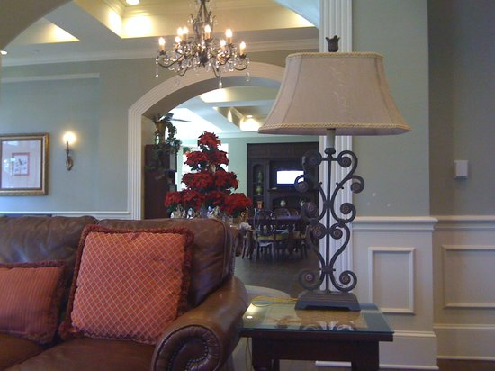 Hampton Inn & Suites Savannah Historic District: Pretty lobby areas