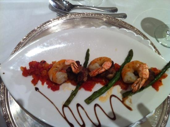 Iberostar Grand Hotel Bavaro: shrimp & chicken bruschetta
